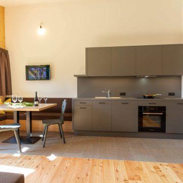 Ferienwohnung mit Kochecke und Essbereich Ferienwohnung Lärchenzweig