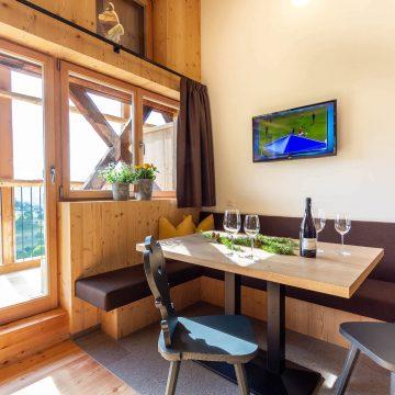 Sitzecke in unserer Ferienwohnung am Fuße der Seiser Alm im Daimlhof
